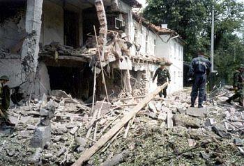 Vybombardovaná nemocnice Dragisa Misovic. Podle statistiky byla většina útoků NATO vedena proti civilním cílům.